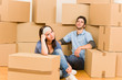 Details der Fotografie Moving new home young couple sitting floor