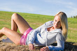 Details der Fotografie Sportive young woman relax on hay bales