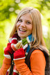 Dettagli della fotografia Autumn happy girl smiling teenager colorful scarf