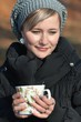 Detalii fotografie attractive woman drinking coffee in autumn forest