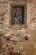 Details der Fotografie picture of madonna or saint on an old wall