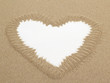 Detalii fotografie heart shape drawn in sand with white space for text conceptual designs