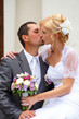 A fényképek részletei beautiful young wedding couple blonde bride kissing her groom outdoor