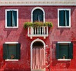 Detalii fotografie colorful houses taken on burano island  venice italy in summer time positive color makes beautiful background from them