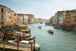 Dettagli della fotografia panoramic view in the morning with backlighting of canal grande in venice italy july 5 2014 in venice italy only for editorial