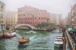 Details der Fotografie foggy misty venice canal channel historical old houses and boats in thick fog scenic cityscape view venice italy