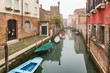 Detalii fotografie foggy misty venice canal channel historical old houses and boats in thick fog scenic cityscape view venice italy