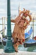 Detalii fotografie venice italy  february 27 2016 unidentified person with venetian carnival mask in venice italy on february 2016