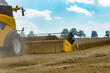 Detalii fotografie yellow harvester automatic combine on field harvesting wheat in summer agriculture harvesting concept