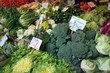 Dettagli della fotografia fresh and organic vegetables at farmers market