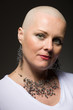 Dettagli della fotografia portrait of beautiful middle age woman sad patient with cancer with shaved head without hair hope in healing