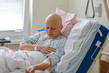 Detalii fotografie middle age woman without hair after chemotherapy patient lying at hospital bed feeling sad and depressed worried disease feeling sick in health care and clinical attention concept