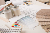 Photo Office of interior designer with paint and color swatch