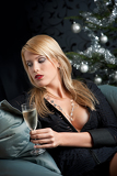 Fotografia Blond woman with glass of champagne on Christmas