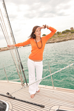 Fotografia Attractive woman sailing on luxury yacht