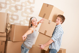 Fotografia Moving house: Man and woman with box