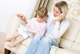 Fotografia Mother and child - on the phone in living room