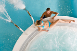 Photo Top view - young couple relax in swimming pool