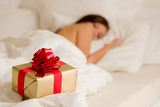 Photo Surprise present - young woman sleeping