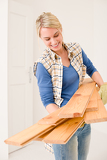 Photo Home improvement - handywoman carry wooden plank