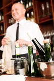 Fotografia Wine bar bottles waiter in restaurant