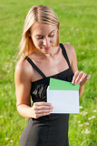 Fotografia Surprise envelope young businesswoman sunny meadow
