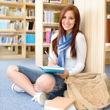 Fotografia High school library smiling student with notepad