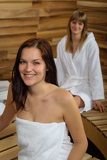 Fotografia Woman at spa room wrapped in towel