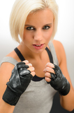 Photo Woman ready to fight with kickbox gloves