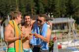 Photo Young laughing guys in swimsuits drinking beer
