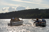 Fotografia Silhouette of people racing with powerboats