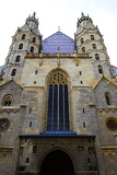 Fotografia City. Tower and a boat. Cathedral of St. Stephen - Steffl. Vienna - Austria.