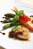 Fotografia lobster with asparagus