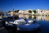 Photo Summer and sea. Harbor, boats, docks, pier and houses. Island of Mallorca - Portocolom.