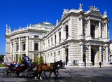Fotografia Burgtheater theater, opera, horse, carriage and people. Vienna - Austria.