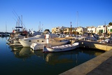Fotografia Summer and sea. Harbor, boats, docks, pier and houses. Island of Mallorca - Portocolom.