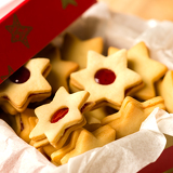 Fotografie Christmas cookies star in red decoration box