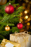 Photo Christmas decoration tree, baubles and gifts