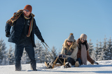Fotografie Young people enjoy sunny winter day sledge