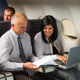 Photo Businesspeople working on computer flight airplane