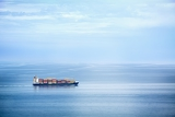 Fotografia large container ship in the open sea