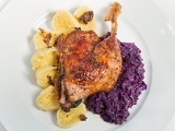 Photo roast duck red cabbage and potato dumplings