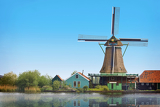 Fotografia old dutch mill by the river