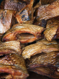 Fotografia pieces of smoked carp fish fillets