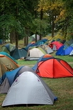 Fotografia many tents at a festival campsite