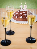 glasses of champagne with chocolat cakes