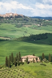 Fényképek view of the beautiful tuscan countryside overlooking the town pienza