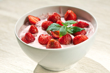low calorie yogurt with fresh strawberries