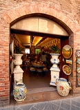 Fotografie entry into the souvenir shop in tuscany