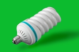Fotografia economic light bulb standing on green background green power